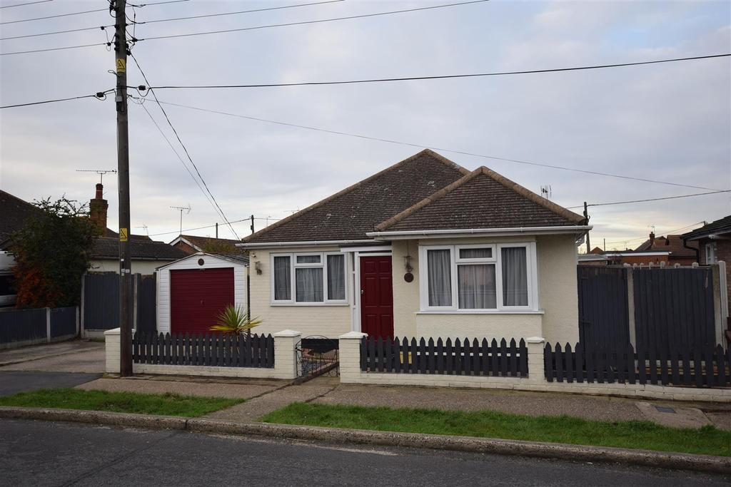 2 Bedrooms Detached Bungalow for sale in Odessa Road, Canvey Island
