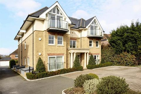 2 bedroom flat to rent - Highwood House, Wayneflete Place, Esher, Surrey, KT10