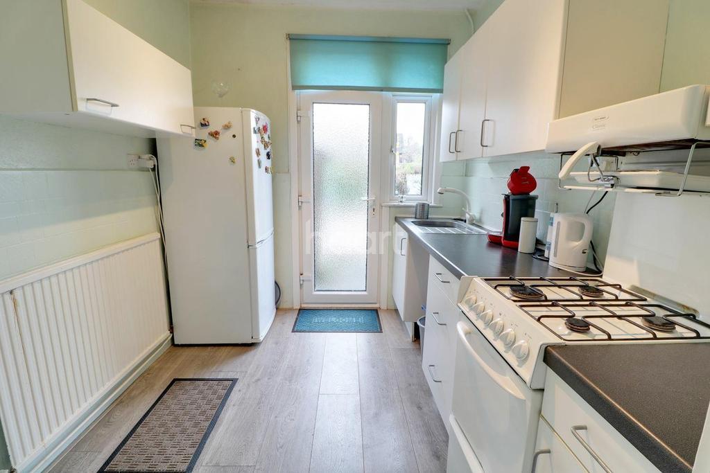 3 Bedrooms Terraced House for sale in First Avenue, Enfield, EN1