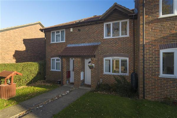 2 Bedrooms Terraced House for sale in Cremer Place, Faversham