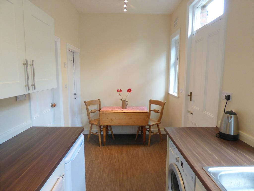 2 Bedrooms Terraced House for sale in Clare Road, Cleckheaton, West Yorkshire, BD19