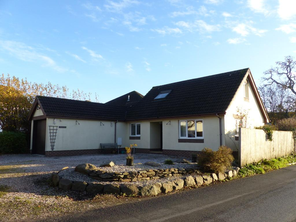 4 Bedrooms Detached Bungalow for sale in Sandygate, Kingsteignton, TQ12 3PU