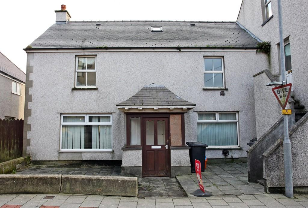 4 Bedrooms Semi Detached House for sale in Mona Street, Amlwch, North Wales