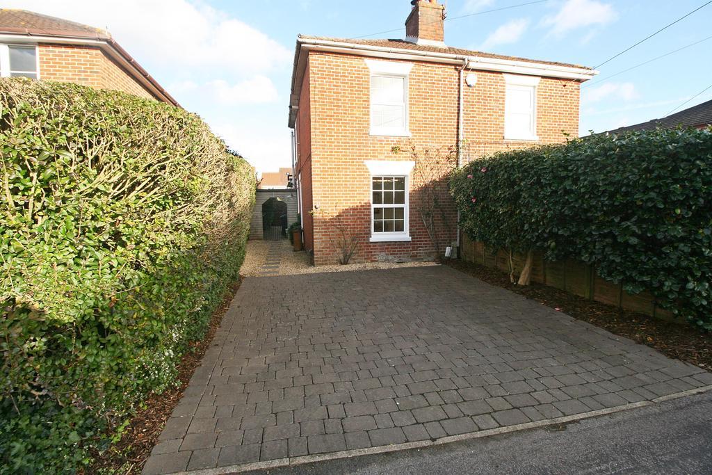 2 Bedrooms Semi Detached House for sale in Woolston Road, Butlocks Heath, Southampton, SO31 5FQ