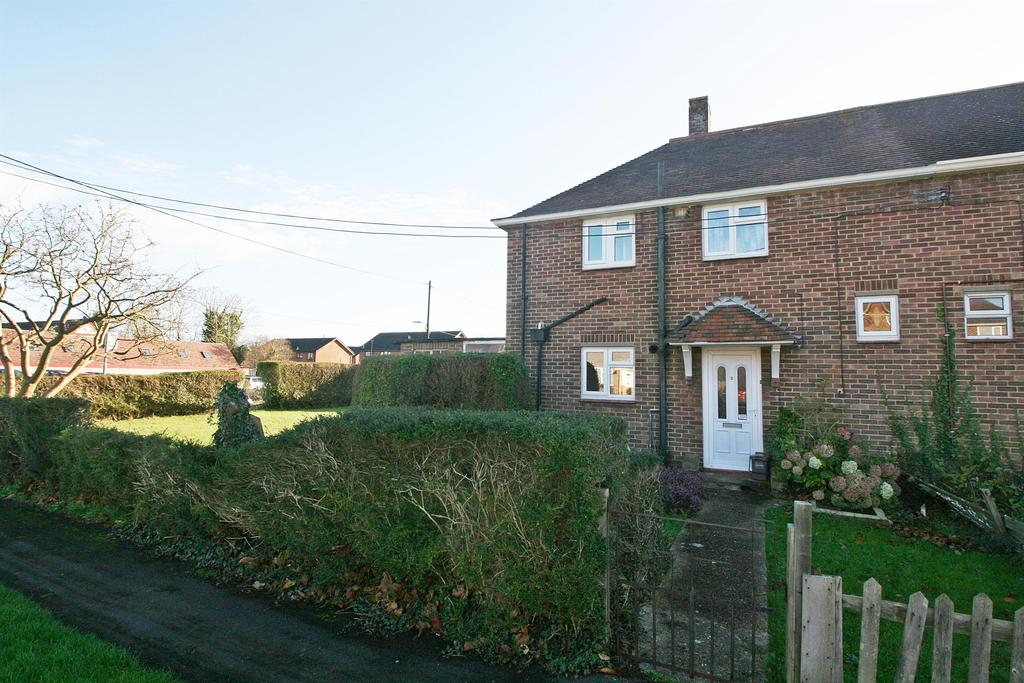2 Bedrooms Semi Detached House for sale in Priory Road, Netley Abbey, Southampton, SO31 5EH