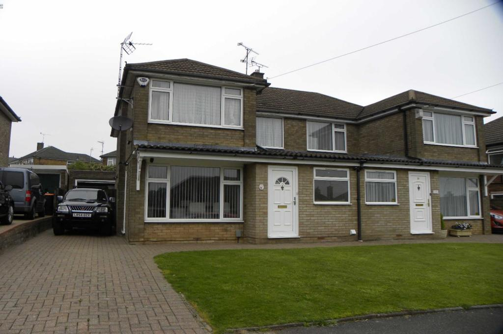 3 Bedrooms Semi Detached House for rent in Goldstone Crescent, Dunstable