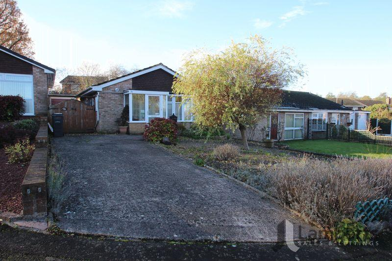 2 Bedrooms Bungalow for sale in Milcote Close, Redditch