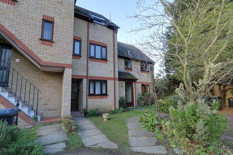 2 Bedrooms Terraced House for sale in St Martins Walk, Ely