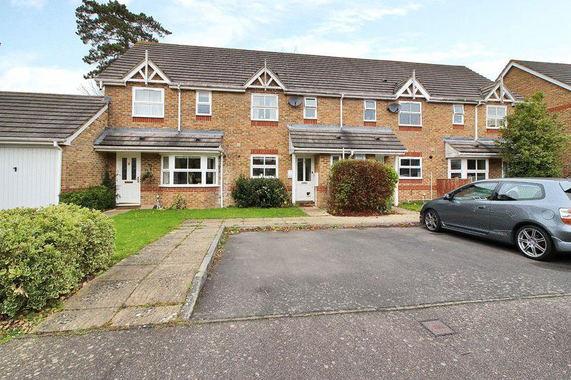 3 Bedrooms Terraced House for sale in Bowes Close, Horsham