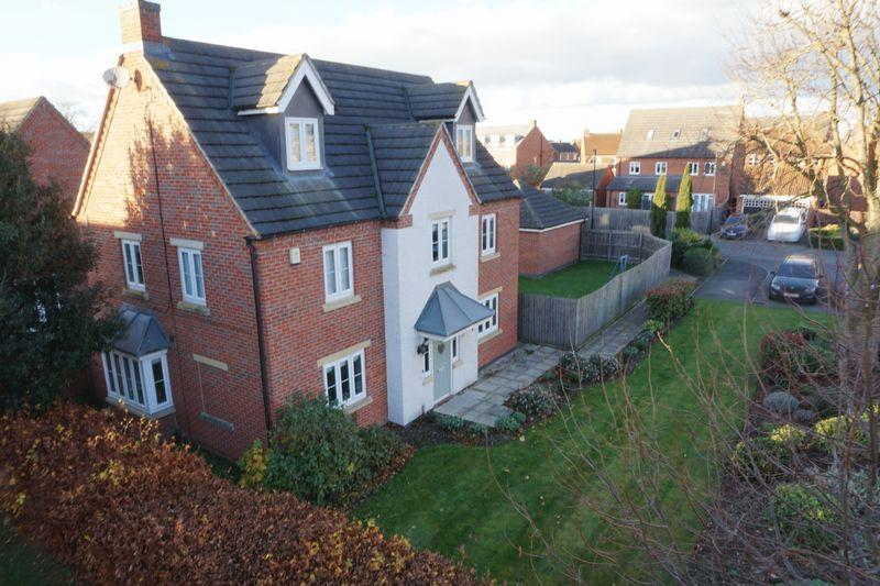 5 Bedrooms Detached House for sale in Blackbird Way, Witham St Hughs
