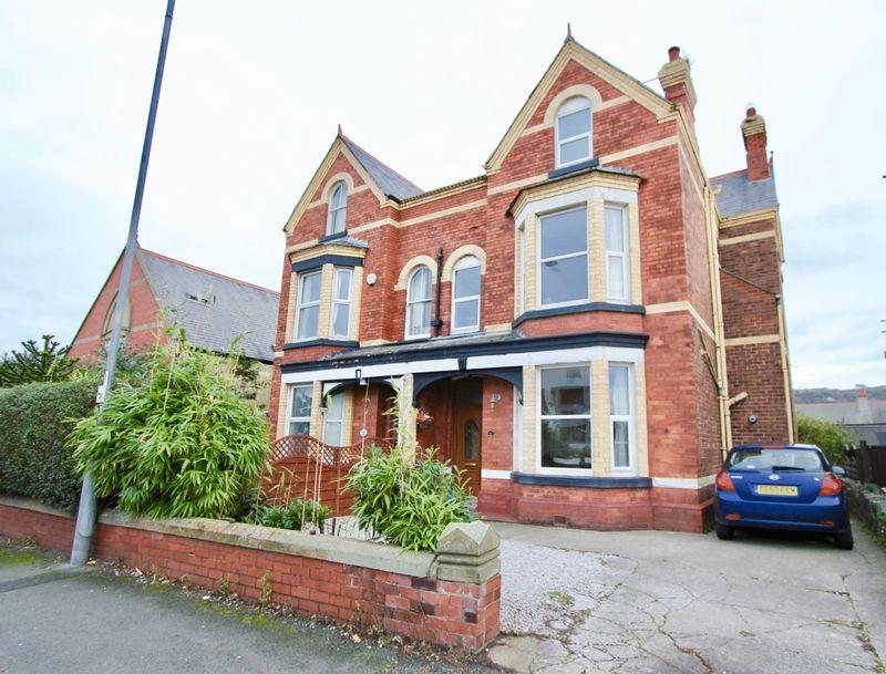 6 Bedrooms Semi Detached House for sale in Marine Road, Prestatyn