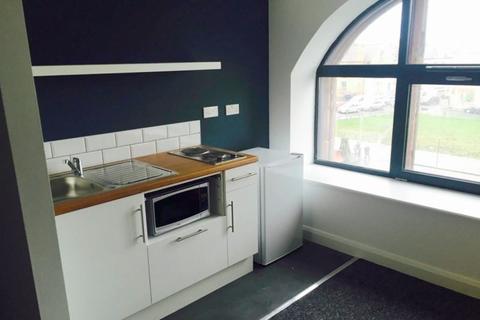 Studio to rent - St Cyprians, Edge Lane, Liverpool