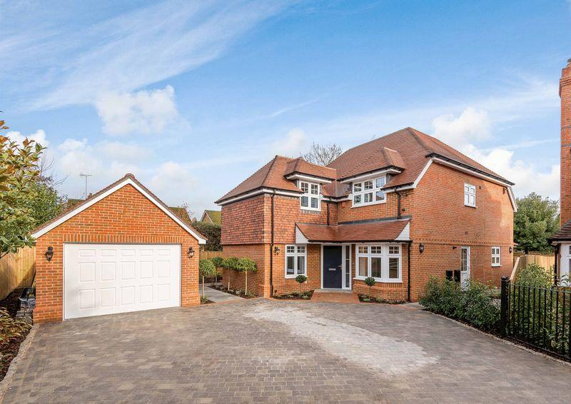 4 Bedrooms Detached House for sale in Scott Close, Farnham Common, Buckinghamshire SL2