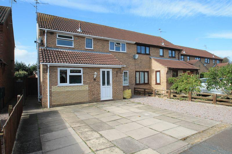 3 Bedrooms Semi Detached House for sale in Mayfield Close, Pinchbeck