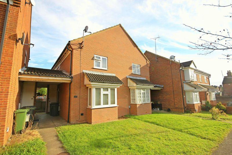2 Bedrooms Terraced House for sale in Ellenhall Close, Luton