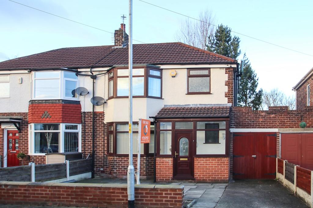 3 Bedrooms Semi Detached House for sale in Vale Avenue, Flixton, Manchester, M41