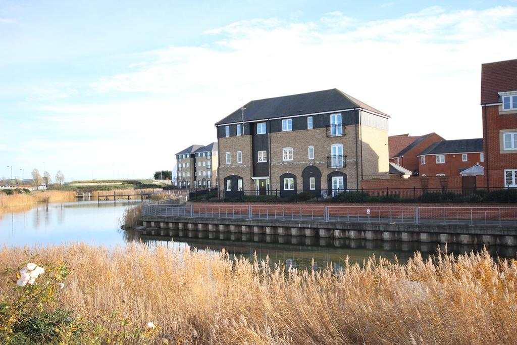 2 Bedrooms Ground Flat for sale in Bluewater Quay, Wixams, MK42