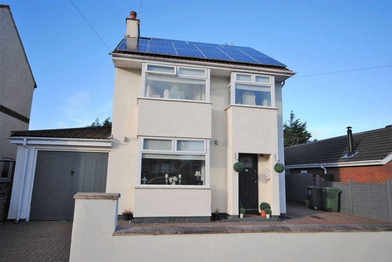 4 Bedrooms Detached House for sale in Reedville Grove, Moreton