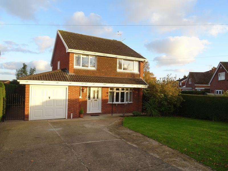 4 Bedrooms Detached House for sale in Huntsmans Corner, Wrexham