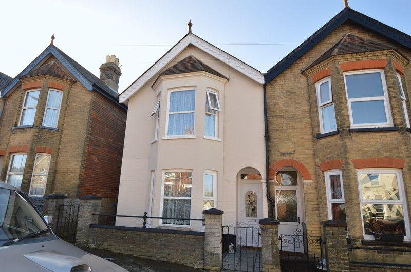 3 Bedrooms Semi Detached House for sale in East Cowes, PO32 6SH