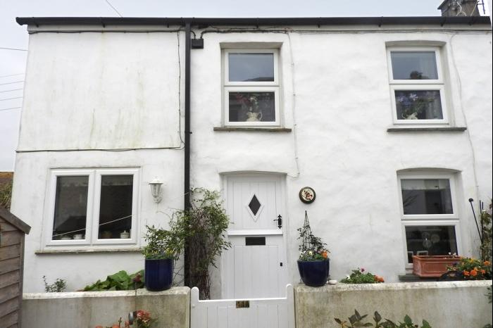 3 Bedrooms Cottage House for sale in ROBINS NEST, 11A THE GUE, PORTHLEVEN, TR13