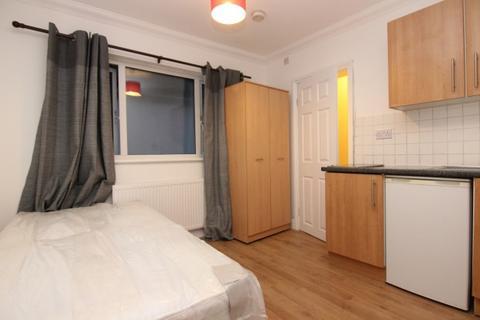 Studio to rent - 46 Highcroft Gardens, Golders Green, London, NW11