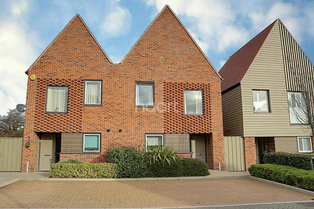 3 Bedrooms Semi Detached House for sale in Elliotts Way, Horsted Park, Chatham, ME4