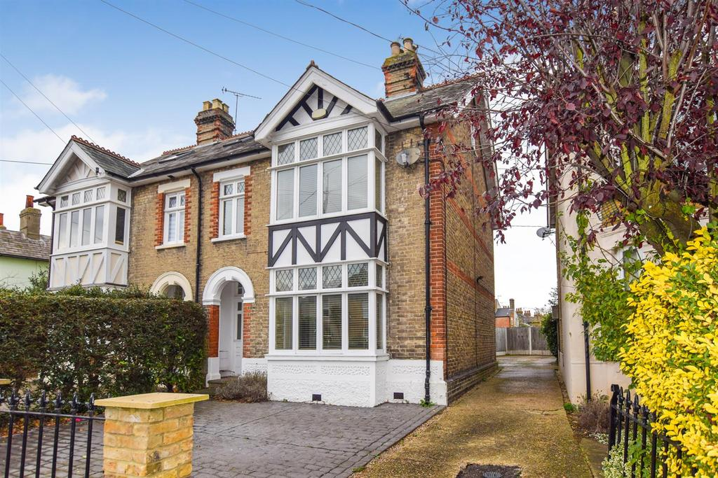 4 Bedrooms Semi Detached House for sale in Cross Road, Maldon