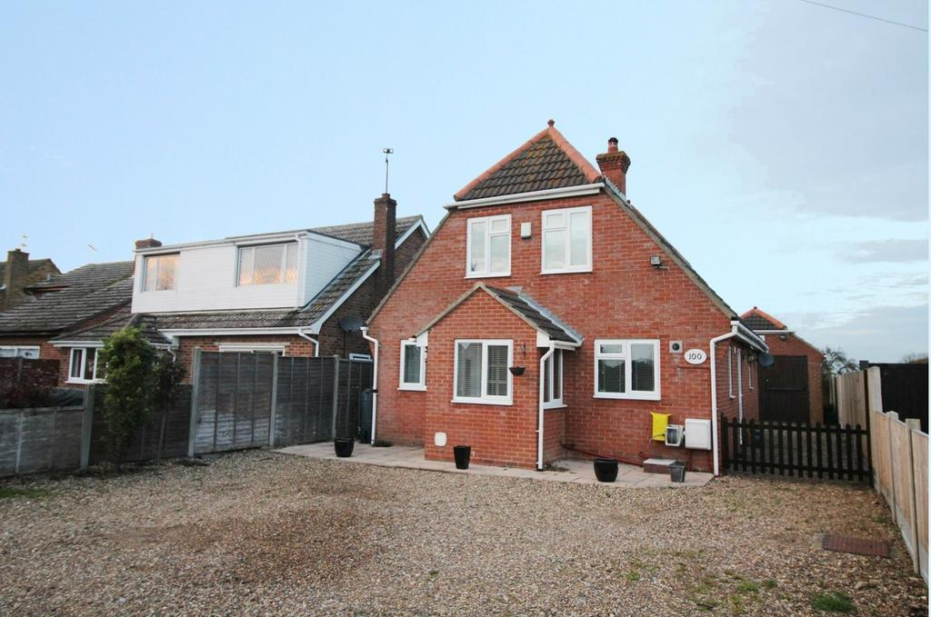 3 Bedrooms Detached House for sale in Point Clear Road, St. Osyth, Clacton-On-Sea, Essex, CO16
