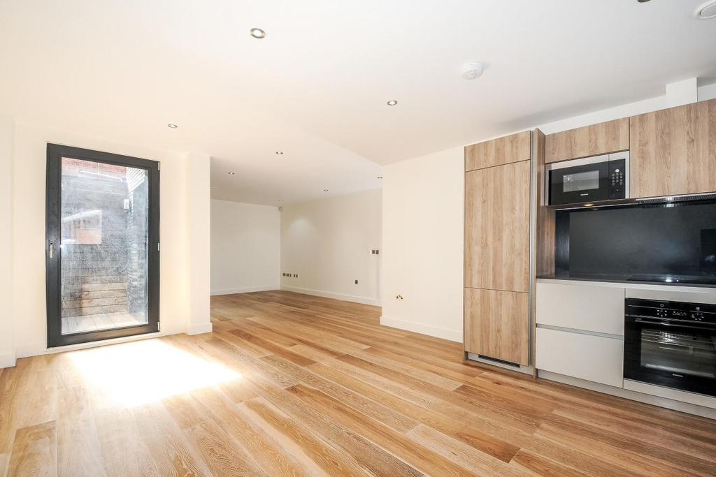 3 Bedrooms Flat for sale in Rothsay Street, Borough