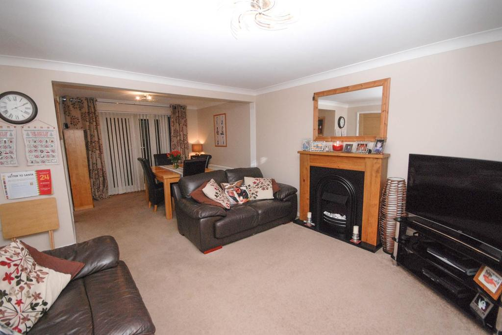 3 Bedrooms Semi Detached House for sale in The Crest, Dinnington