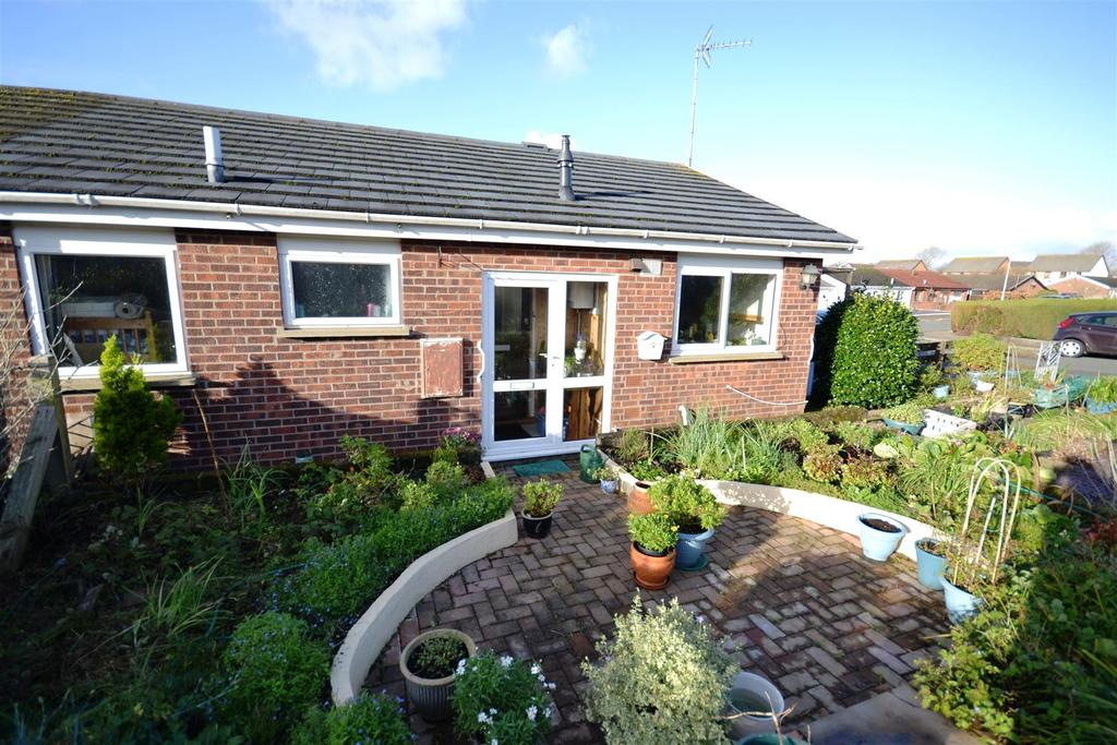 3 Bedrooms Semi Detached Bungalow for sale in Fleming Way, Neyland, Milford Haven