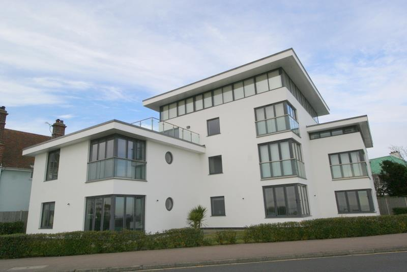 2 Bedrooms Flat for sale in Cliff Way, Frinton On Sea
