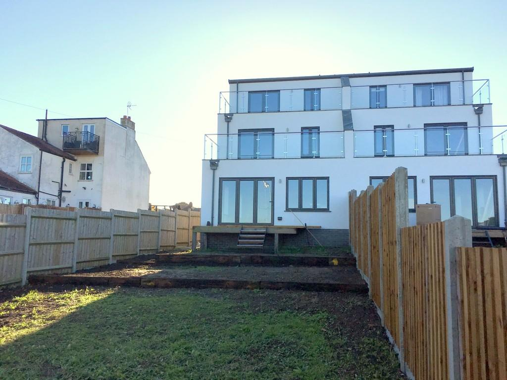 4 Bedrooms Town House for sale in Lake View Road, Oulton Broad, Lowestoft