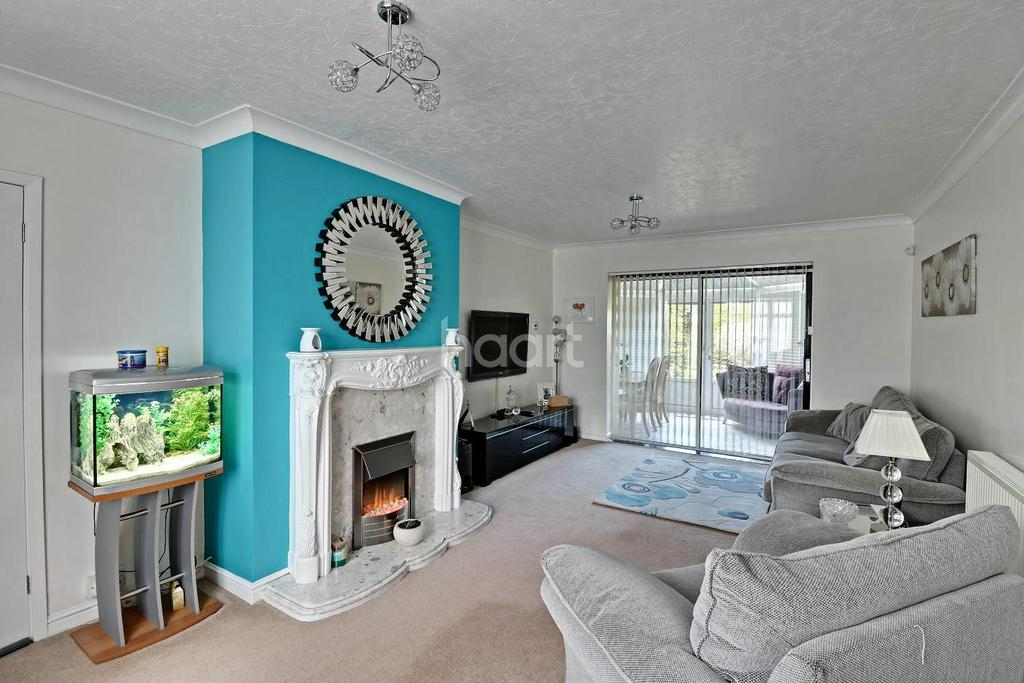3 Bedrooms Semi Detached House for sale in Bramble Road, LU4