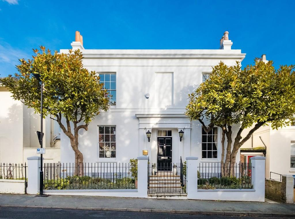 6 Bedrooms Town House for sale in Ryde, Isle Of Wight