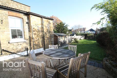 2 bedroom flat to rent - Derwent Road, N13