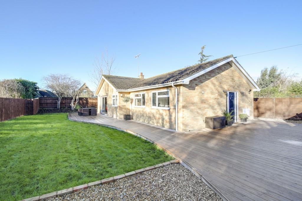 3 Bedrooms Detached Bungalow for sale in Worthing
