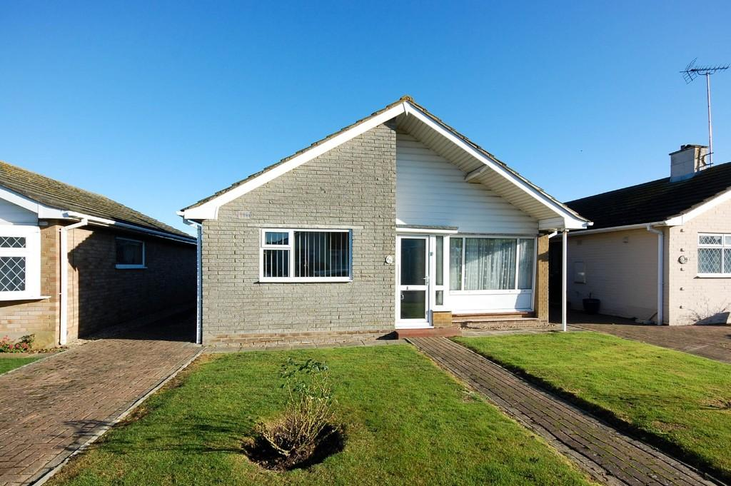 2 Bedrooms Detached Bungalow for sale in Meadow Close, Herne Bay