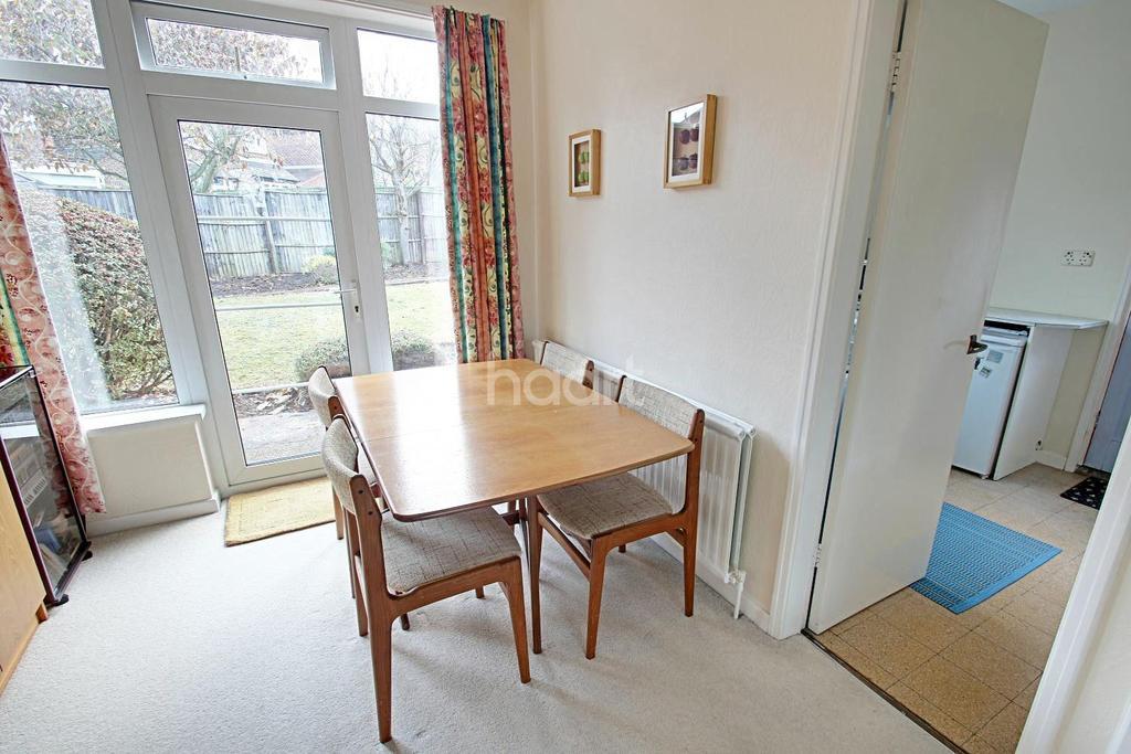 3 Bedrooms Detached House for sale in Greythorn Drive, West Bridgford, Nottinghamshire