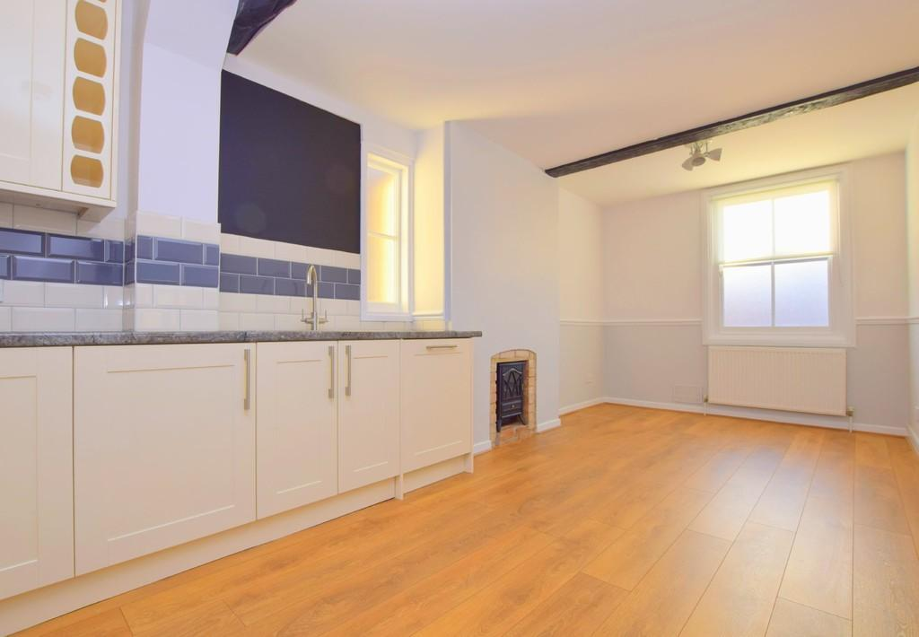 2 Bedrooms Mews House for rent in Lexden Road, Colchester