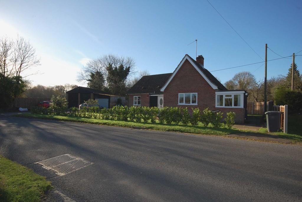 3 Bedrooms Detached Bungalow for sale in Norwich Road, Corpusty