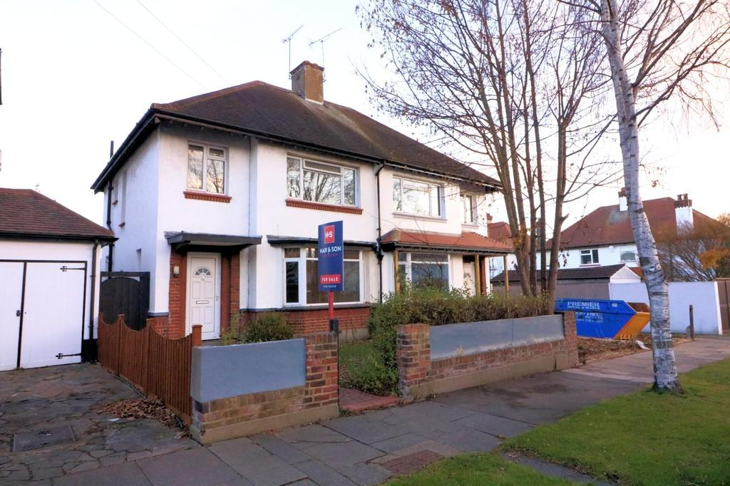 3 Bedrooms Semi Detached House for sale in Marlborough Road, Southend-on-Sea