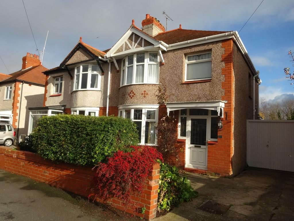 3 Bedrooms Semi Detached House for sale in Clifton Grove, Rhyl
