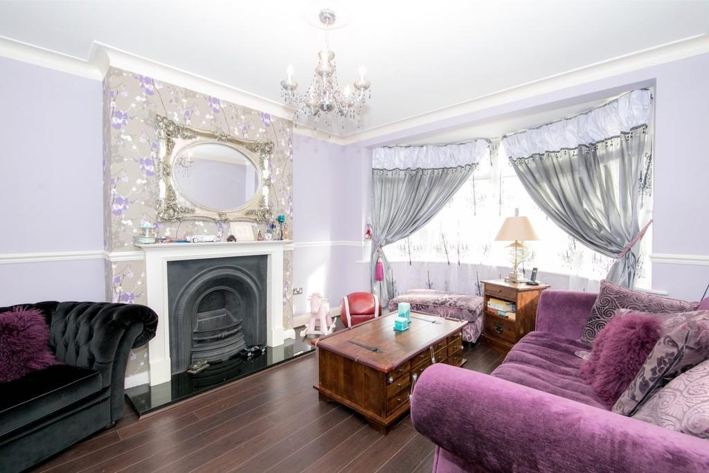 3 Bedrooms Semi Detached House for sale in Cedric Road, London