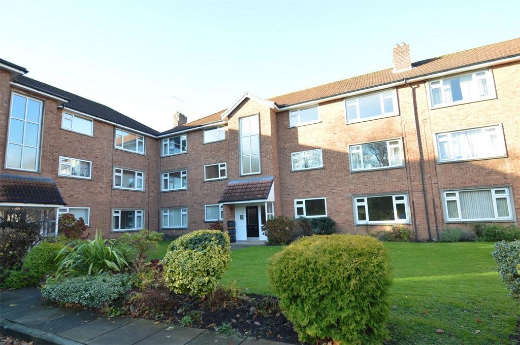 3 Bedrooms Flat for sale in Ashton Court, Moss Lane, SALE, Cheshire