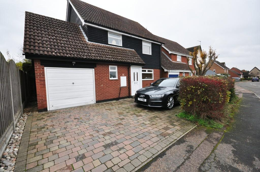 4 Bedrooms Detached House for sale in Champneys Road, Diss