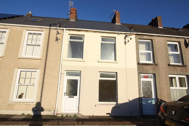 2 Bedrooms Terraced House for sale in Marble Hall Road, Milford Haven, Pembrokeshire. SA73 2PN