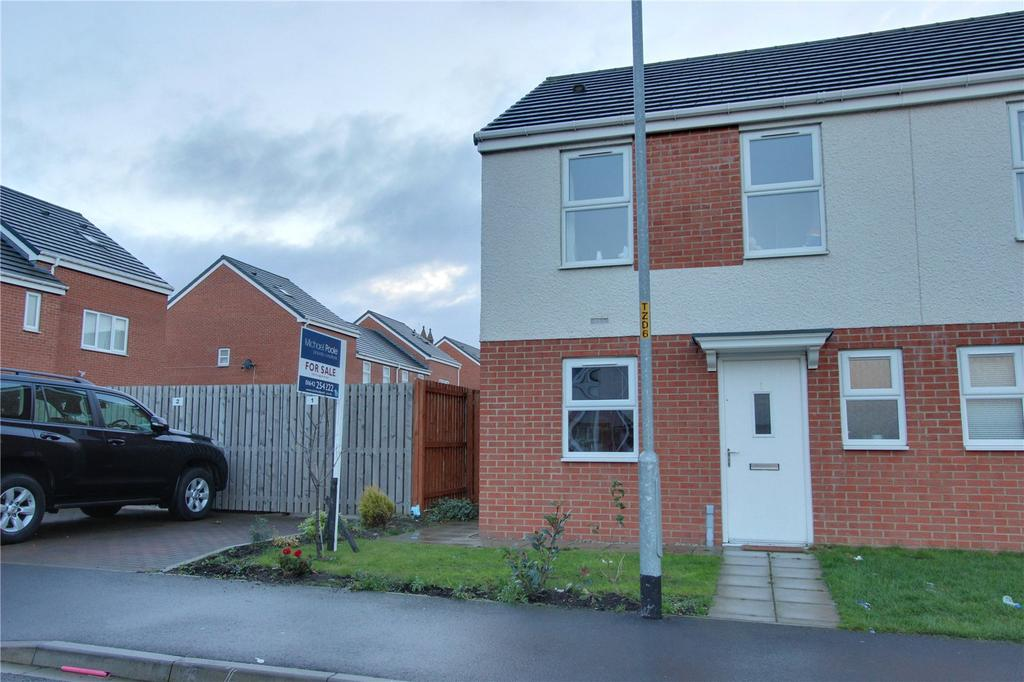 2 Bedrooms Semi Detached House for sale in Saxon Close, North Ormesby
