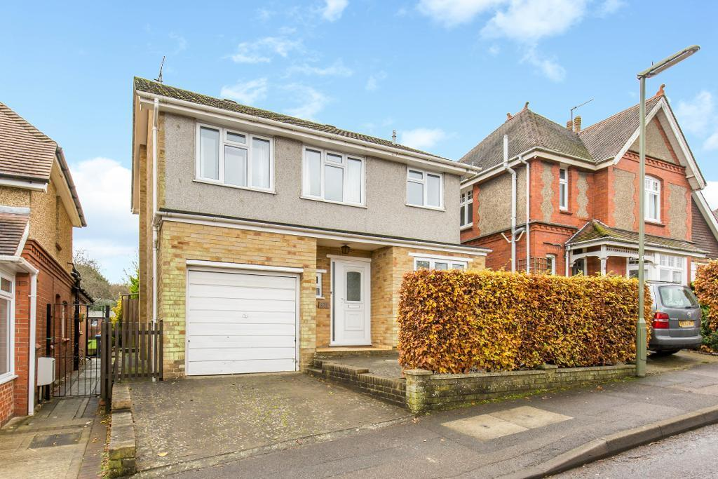 3 Bedrooms Detached House for sale in Farleigh Road, Warlingham, Surrey, CR6 9EA